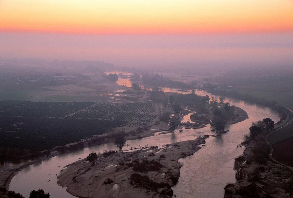 Guadalquivir river near Almodovar del Rio. Cordoba province, Andalucia, Spain : Stock Photo
