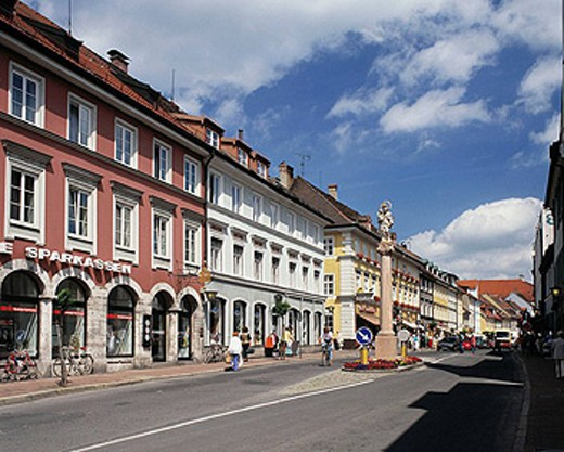 Germany, Murnau am Staffelsee, Staffel Lake, Alps Foreland, Upper Bavaria, Bavaria, baroque houses at the Market Street, Mary pillar, traffic island, central refuge : Stock Photo