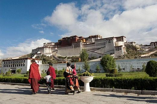 Pilgrims at Potala Palace in Lhasa. Tibet, China : Stock Photo