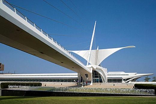FOOTBRIDGE QUADRACCI PAVILION, ART MUSEUM, MILWAUKEE, WISCONSIN USA : Stock Photo