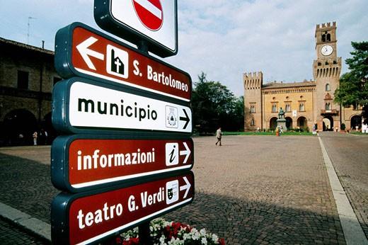 Stock Photo: 1566-409587 Italy. Emilia romagna, Busseto, Verdi square