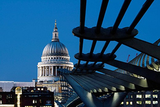 Stock Photo: 1566-412201 ENGLAND-London: Southwark/Bankside-Millennium Bridge & St. Paul´s Cathedral / Evening