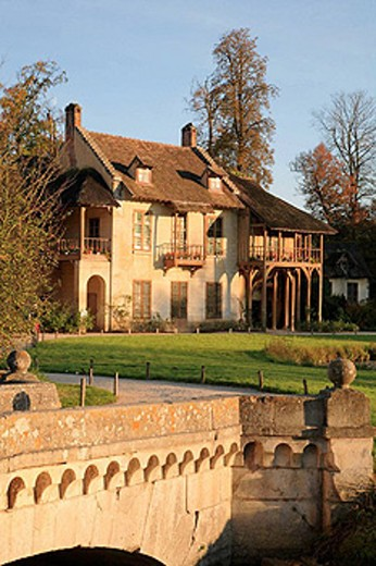´Petit hameau´, hamlet of Marie Antoinette in a part of the Versailles Park, Versailles. Yvelines, Île-de-France, France : Stock Photo