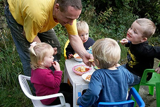 Stock Photo: 1566-420147 Group of young children having a picnic in the garden