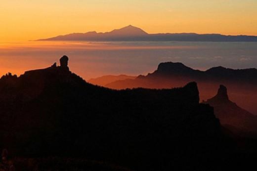 Nublo Rock (left), Bentayga Rock and Teide volcano in background seen from Pico de las Nieves. Gran Canaria, Canary Islands, Spain : Stock Photo