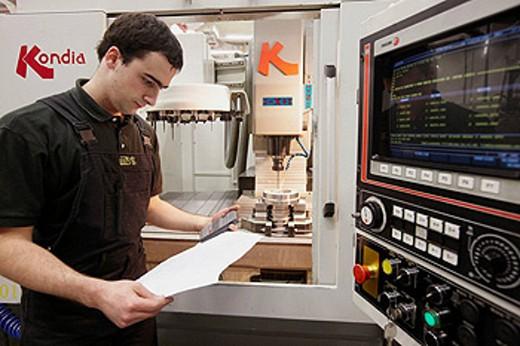 Stock Photo: 1566-427661 Milling machine, spindle manufacturing. Mendaro, Gipuzkoa, Euskadi, Spain