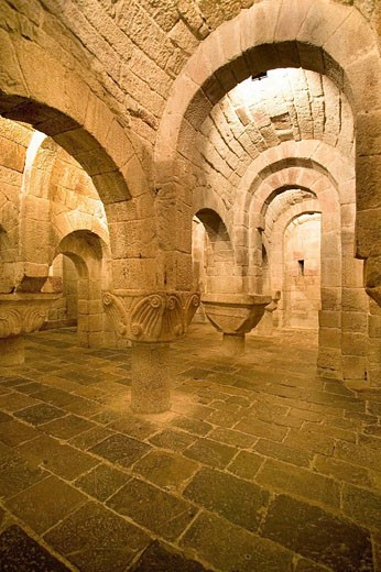Crypt of San Salvador de Leyre monastery (12th century). Navarre, Spain : Stock Photo