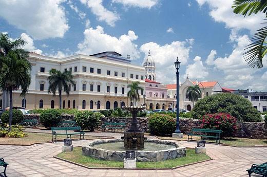 FOUNTAIN WATERFRONT PARK CASCO ANTIGUO SAN FILIPE PANAMA CITY REPUBLIC OF PANAMA : Stock Photo