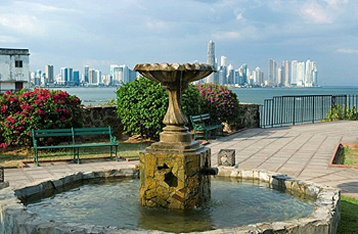 Stock Photo: 1566-434452 FOUNTAIN SKYLINE, WATERFRONT PARK CASCO ANTIGUO SAN FILIPE PANAMA CITY REPUBLIC OF PANAMA