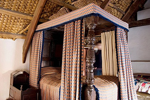 Stock Photo: 1566-437487 Four-poster bed in Wales, Ingland.