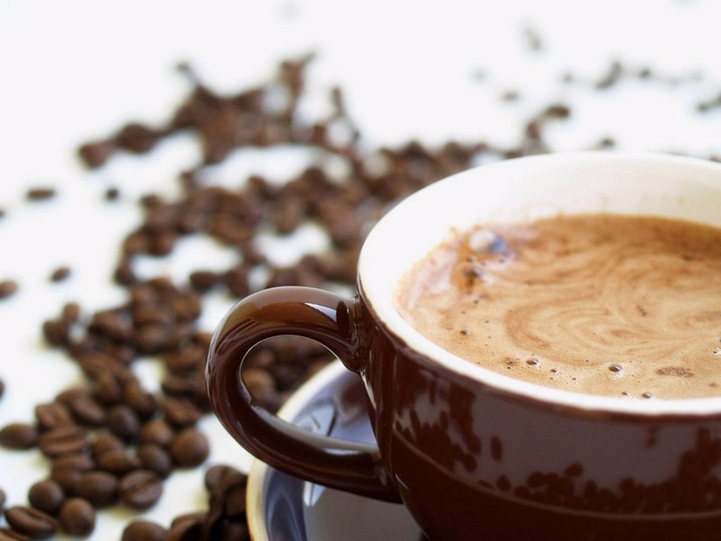 Stock Photo: 1566-437741 Brown cup with cappucino and coffeebeans