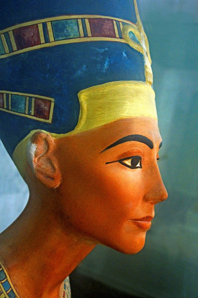 Stock Photo: 1566-437800 Nefertiti´s head in terra cota. Egypt.