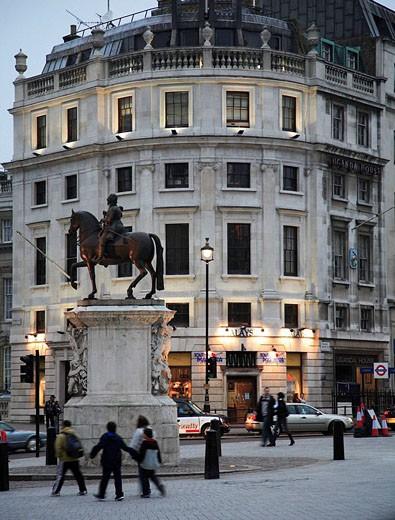 Stock Photo: 1566-444782 UK, Britain, England, London, Trafalgar Square street scene