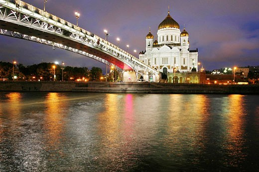 Stock Photo: 1566-445541 Cathedral of Christ the Saviour and the Patriarchy Bridge, Moscow, Russia
