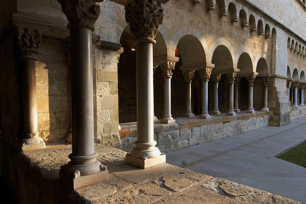 Stock Photo: 1566-446325 Monastery cloister, Sant Cugat del Valles. Barcelona province, Catalonia, Spain