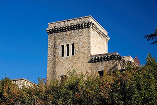 Stock Photo: 1566-448158 Parador Nacional (state-run hotel), old castle dating from 15th c., former residence of King Charles V, Jarandilla de la Vera. Cáceres province, Extremadura. Spain