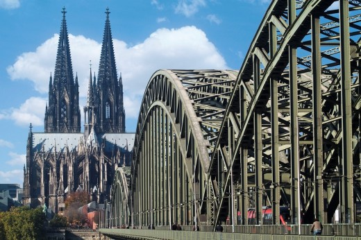 Stock Photo: 1566-450089 Cologne Cathedral and Hohenzollern bridge, Cologne, Northrhine-Westfalia, Germany