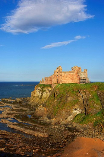 Tantallon Castle. North Berwick, East Lothian, Scotland, UK : Stock Photo