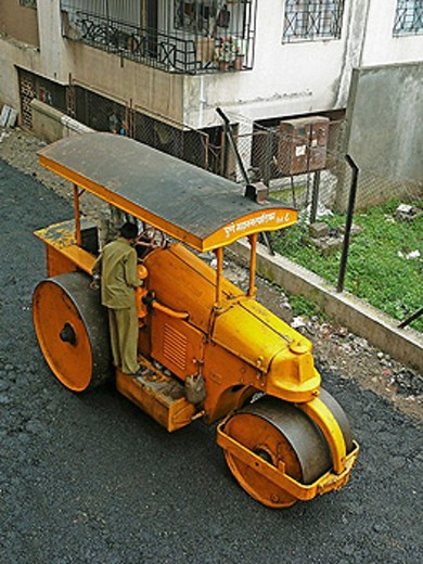 Road Construction  Compactor roller  Pune, Maharashtra, India : Stock Photo