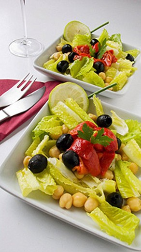 Salad with chickpeas, lettuce, pepper and black olives : Stock Photo