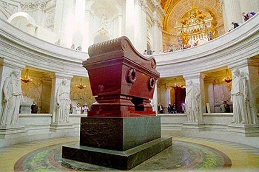 Stock Photo: 1566-454088 Napoleon Bonaparte´s tomb in the Hôtel des Invalides, Paris, France