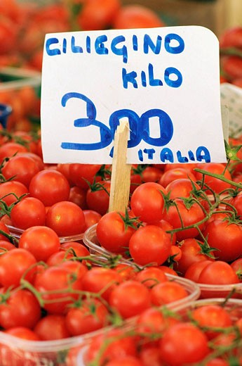 Cherry tomatoes at Rialto market, Venice. Veneto, Italy : Stock Photo