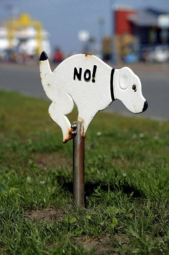 Sign at the ferry harbor of Dagebuell forbidding dogs to do their ´business´ on the green, Northfrisian, Germany, Europe : Stock Photo