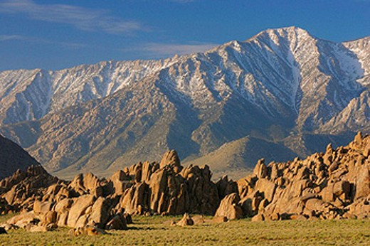 The Alabama Hills are located in the Eastern Sierra Range of California, USA : Stock Photo