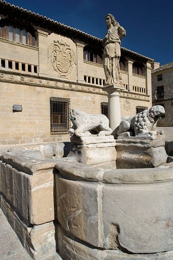 Fountain of the Lions in front of the Antigua Carnicería built in the 16th century in Plaza del Populo, Baeza. Jaen province, Andalucia, Spain : Stock Photo