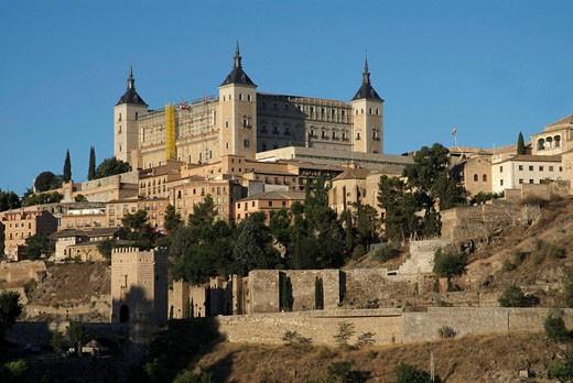 Stock Photo: 1566-465521 Alcazar palace and Puente de Alcántara, Toledo, Castilla La Mancha, Spain.
