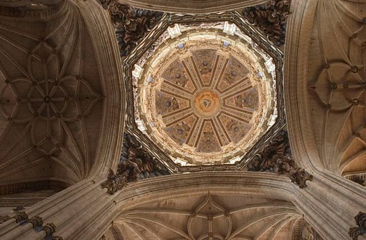 dome columns and arch ribs in the new cathedral of Salamanca : Stock Photo
