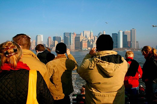 Stock Photo: 1566-467167 Tourists on boat, taking pictures of Manhattan´s skyline. New York City. USA