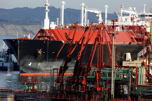 Ship for transporting natural gas, fuel pipelines, unloading fuel. Port of Bilbao, Biscay, Basque Country, Spain : Stock Photo