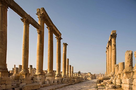 Cardo maximus greco roman colonnaded street ruins. Jerash. Jordan. : Stock Photo