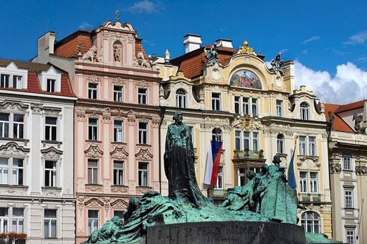 Stock Photo: 1566-468606 Jan hus statue old town square stare mesto. Prague. Czech Republic.