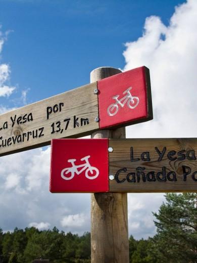 Trekking. Road to Arcos de las Salinas to Abejuela. Teruel, Aragón, Spain : Stock Photo