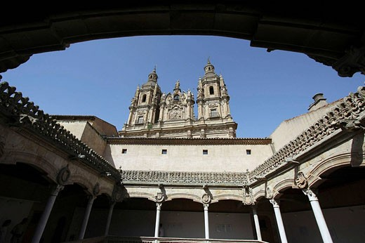 Stock Photo: 1566-473681 La Clerecía (18ht century baroque Jesuit monastery, now Pontifical University of Salamanca) seen from the courtyard of Casa de las Conchas, Salamanca. Castilla-Leon, Spain