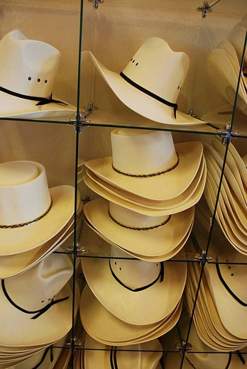 Monument Valley Arizona-Utah, cow-boy hats on sale as souvenirs for tourists : Stock Photo