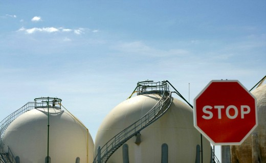 Stock Photo: 1566-475172 Gas refinery with stop traffic signal