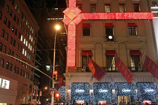 The building with the Cartier jewellery shop which has been decorated and wrapped as present during the Christmas Shopping Season, Manhattan, New York City, North America : Stock Photo