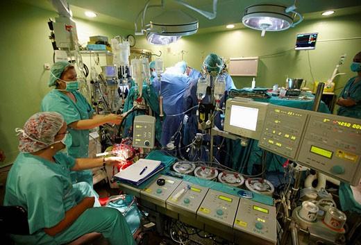 Aortic valve replacement, cardiac surgery, operation room. Hospital Universitario de Gran Canaria Doctor Negrin, Las Palmas de Gran Canaria. Canary Islands, Spain : Stock Photo