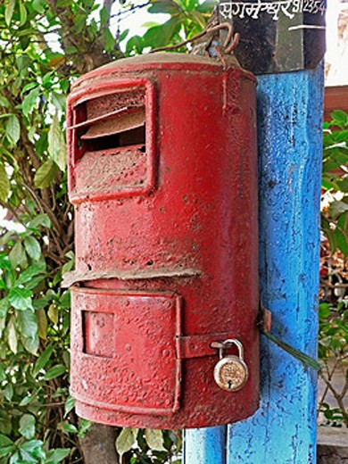 post box Mailbox, mounted on wooden pillar Chiplun, Ratnagiri, Maharashtra, India : Stock Photo