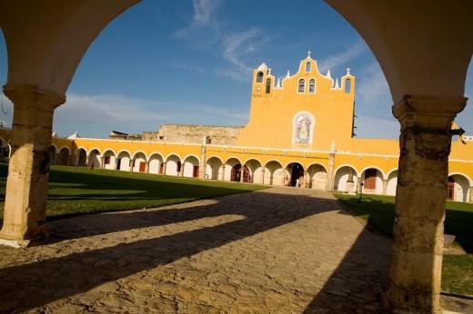 Stock Photo: 1566-484793 Convento San Antonio de Padua S.XVI , Izamal , Mexico