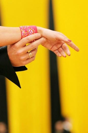 Campeonato de Baile Deportivo. Bailes de Salón de competición. Manos de los bailarines. : Stock Photo