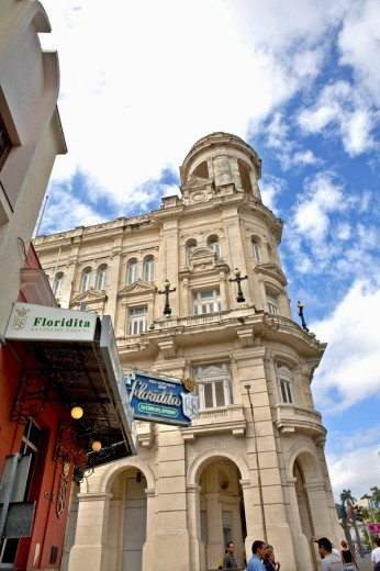 Stock Photo: 1566-490627 Floridita Restaurant and Museo de Bellas Artes, Havana, Cuba. The Floridita Restaurant was Hemingway´s favourite.