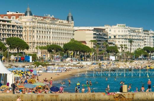 France Provence-Alpes-Côte d´Azur Cannes Boulevard de la Croisette and beach Carlton Hotel in background : Stock Photo