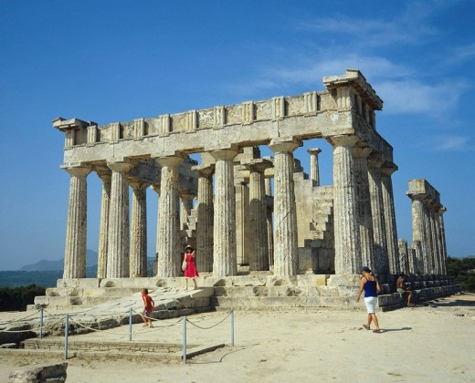 Doric Temple of Aphaia and tourists, Aegina. Saronic Islands, Greece : Stock Photo