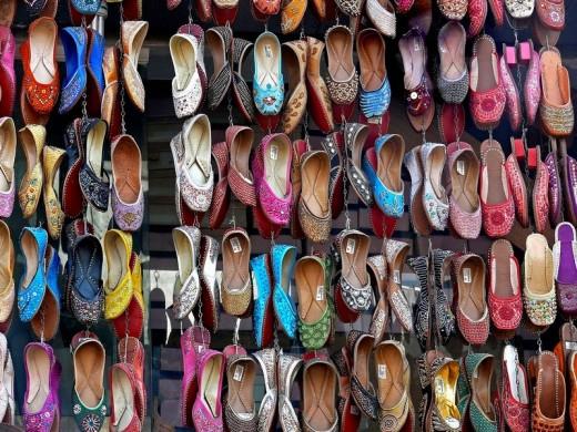 Traditional leather Shoes on display outside a shop  Pune, Maharashtra, India : Stock Photo