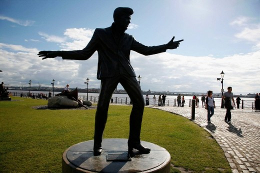 The statue of Billy Fury by Albert dock and the Merseyside river, Liverpool, England, UK : Stock Photo