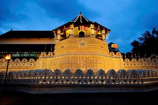 Stock Photo: 1566-507019 Temple of the Tooth, Kandy, Sri Lanka